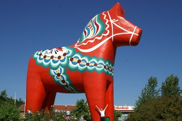 The world's largest Dalecarlian horse resides in Avesta