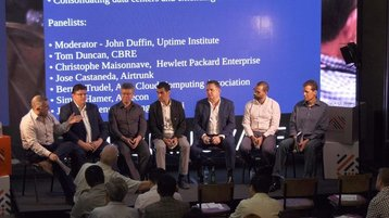 Panelist: (From left to right) John Duffin (Uptime), Tom Duncan (CBRE), Johnny Zheng ZhiQiang (Huawei), Jose Castaneda (AirTrunk), Christophe Maisonnave (HPE), Simon Hammer (Aurecon), Bernie Trudel (Asia Cloud Computing)