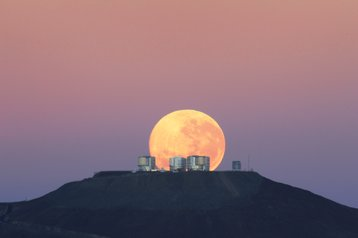 Moonset over ESO's Very Large Telescope